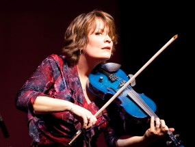 Eileen Ivers plays violin